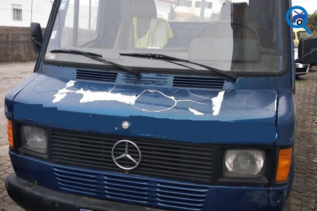 Reboque Mercedes 409D 1983